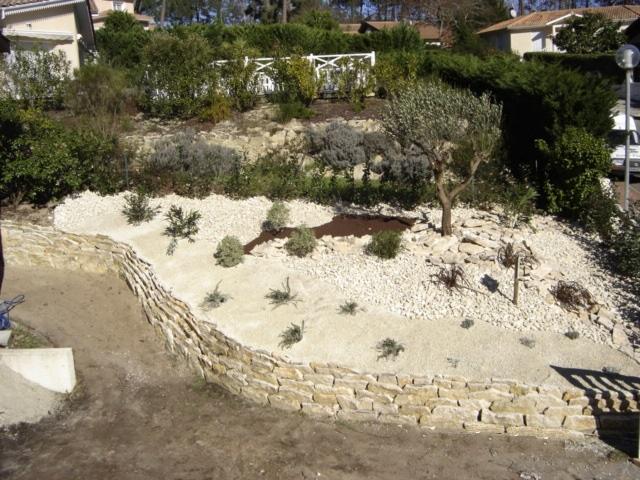 Construction de murs en pierres s ches biscarosse for Construire muret jardin